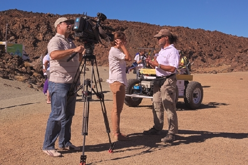 small-20120915-1700_gerhard_being_interviewed_in_spanish